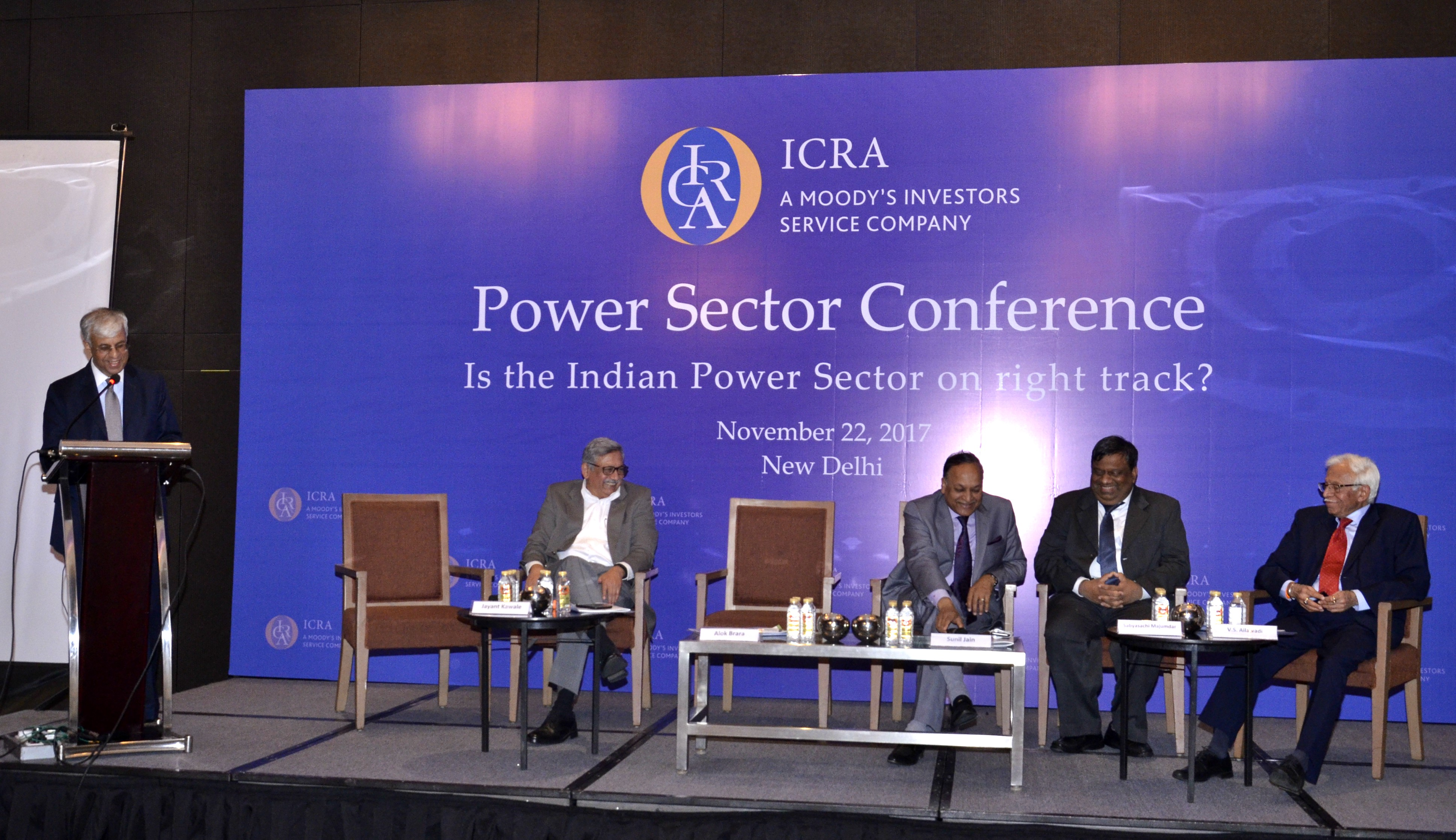 Mr. Alok K. Brara, CEO and Publisher, India Infrastructure Publishing (Moderator) introducing the panellists
