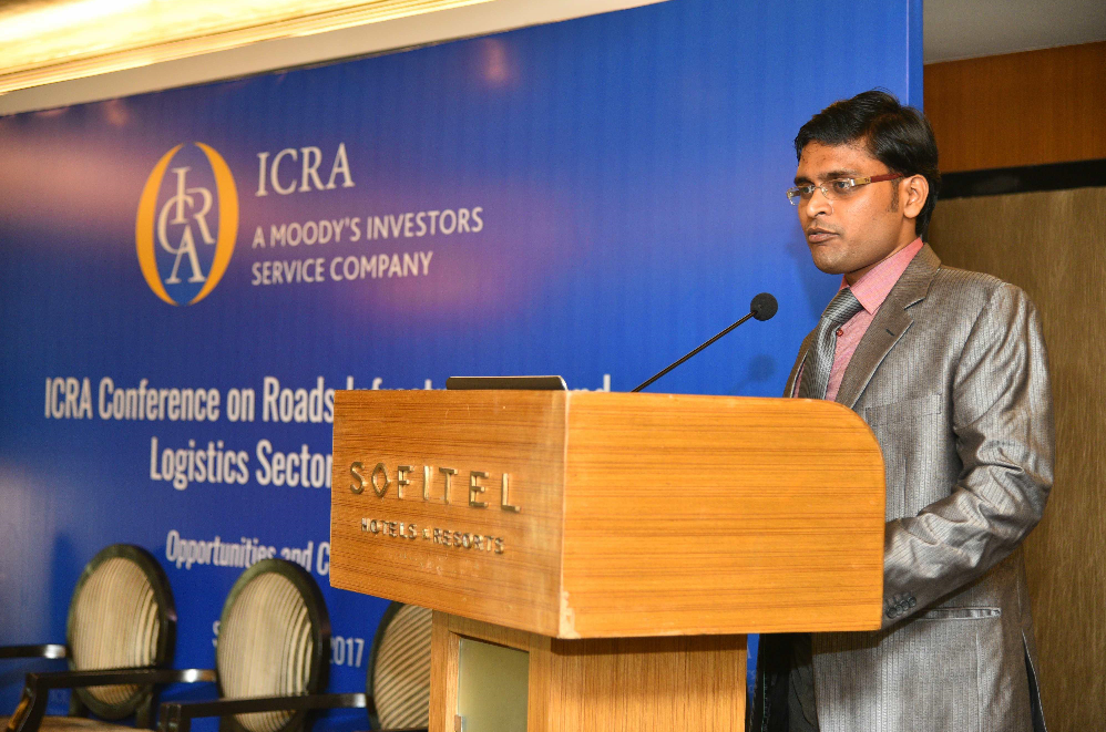 Mr. Rajeshwar Burla, Assistant Vice President & Associate Head, Corporate ratings, ICRA Limited giving presentation to set the context for first session on Road Infrastructure in India at the conference